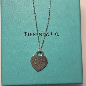Tiffany & Co. small heart pendant necklace. 💙